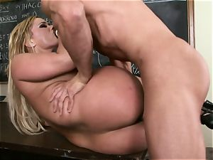 blondie Shyla Stylez is eager for a geyser of cum after a pounding