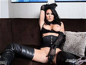 sizzling brunette stunner Jessica Jaymes messing with her slit