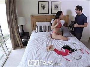 SpyFam Step daddy pounds step daughter-in-law Abella Danger