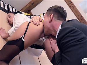 cabooses Buero - chief bangs German babe at job interview