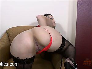 Katrina Jade likes to fumble her fleshy poon