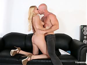 killer Vanessa gets screwed on the bed