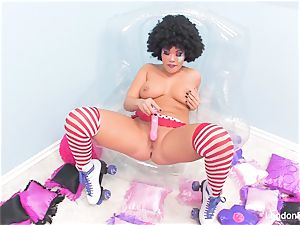 Rollergirl London stuffs her raw cooch with a plaything