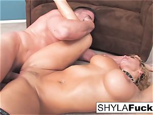 Shyla's rock-hard anal fuck and a facial