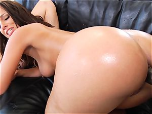 Jada Stevens and Jessie Rogers anal invasion multiracial 3 way