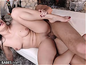 Lea Lexis's providing her man a super hot sole job