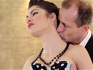 PINUP fuckfest - sugary-sweet Hungarian Suzy Bell in heavy bang