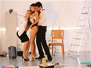 LOS CONSOLADORES - fabulous Sasha Rose in steamy three-way