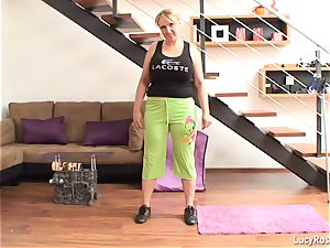 huge-titted mummy exercising