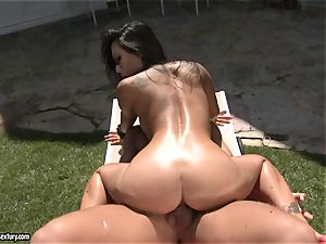 messy fucker Asa Akira enjoys the glamour act with her lover outdoor