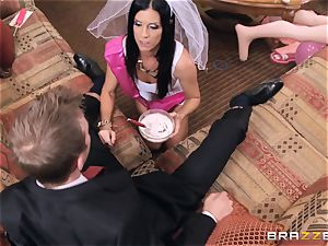 mind-blowing hen India Summers pummels the concierge
