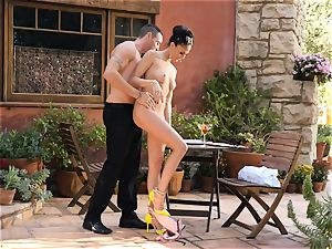 Ariana Marie jacks a waiters shaft in the great outdoors