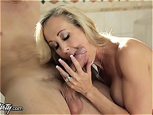 cuckold cougar Brandi enjoy juggles 2 pricks