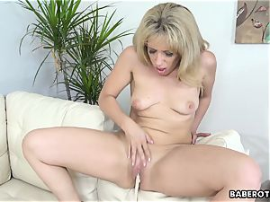 excellent looking ash-blonde cougar Stevie Lix fucktoys her twat solo