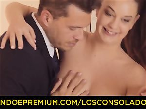 LOS CONSOLADORES - threeway sex joy for black-haired kitty