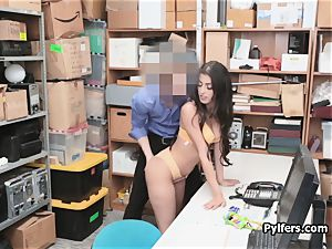 Spicy Latina shoplifter blows security guard
