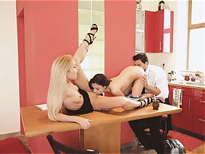 Los Consoladores - super-steamy FFM romp With Hungarian wife